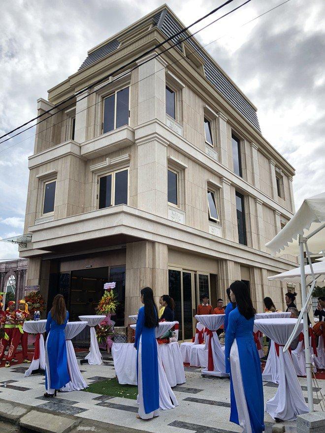 Siêu shop Le Pavillon xứng đáng chuẩn 6 sao Ảnh: Phú Thành