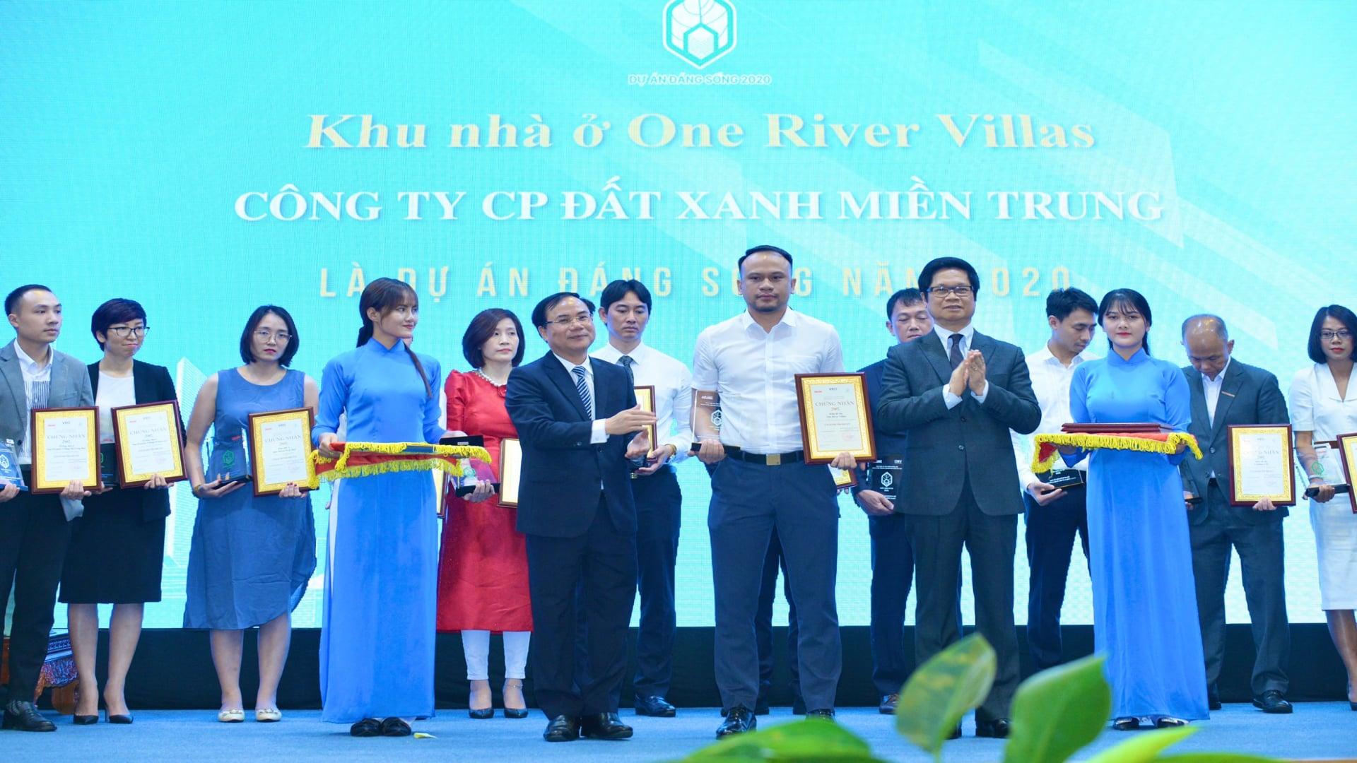 """Bất động sản - Giải thưởng danh giá """"Dự án Đáng sống 2020"""" gọi tên ONE RIVER VILLAS của Đất Xanh Miền Trung"""