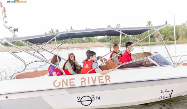 Những vị khách đầu tiên trải nghiệm villa 7 sao Regal One River